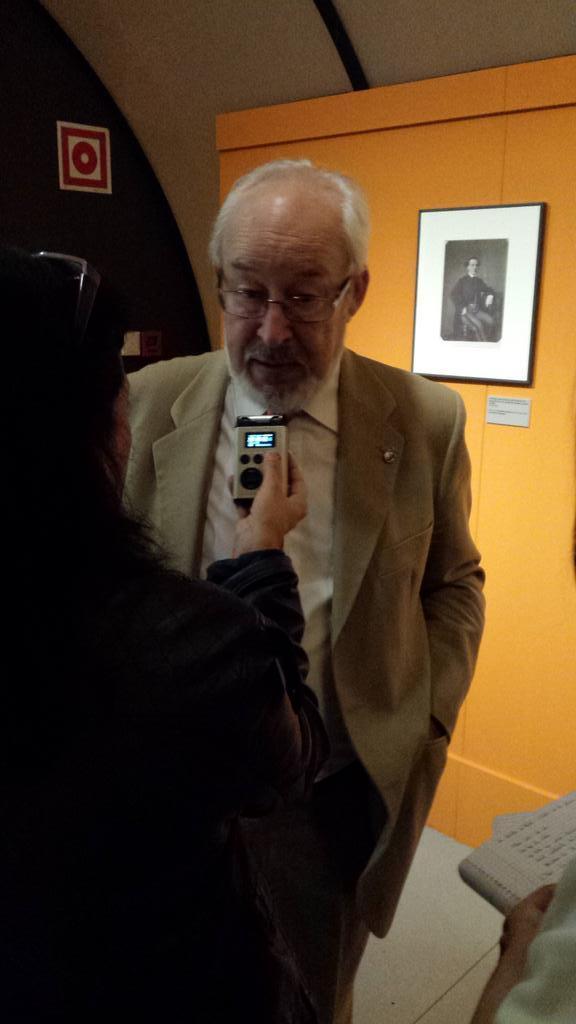 Entrevistando a Antonio Gallego, comisario de la #expoBNE antes de inauguración oficial | @BNE_museo @BNE_biblioteca http://t.co/jJpmtkIi94
