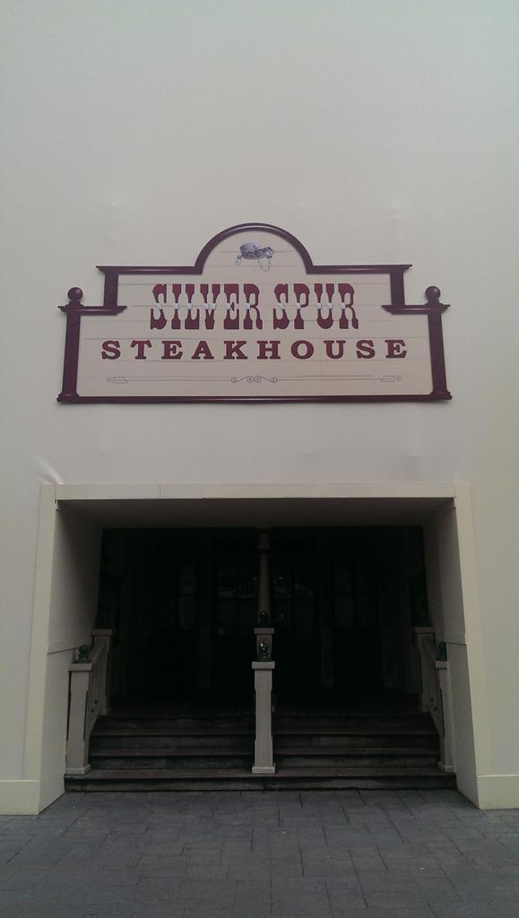 Silver Spur Steakhouse - Réhabilitation [Frontierland - 2014-2015] - Nouvelles couleurs ByxcoXhCMAEPhC-