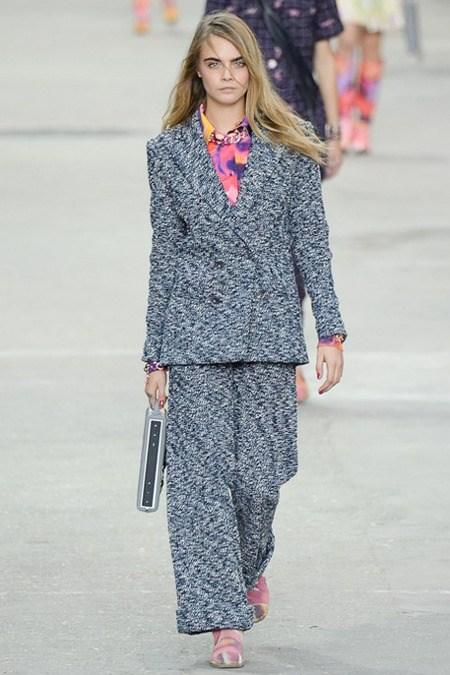 RT @BritishVogue: JUST IN: Read the @chanel #pfw show report - http://t.co/T8GyvNsv2a http://t.co/5KK03dp1JJ