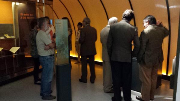 Antonio Gallego va desganado la expo #zarzuela1814 en el acto de inauguración @BNE_museo http://t.co/9jHBu2f5fZ