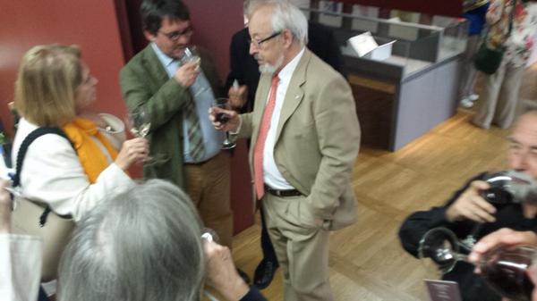 Con el brindis de Antonio Gallego se da por inaugurada la exposición #zarzuela1814 en @BNE_museo http://t.co/joqBOED0pS