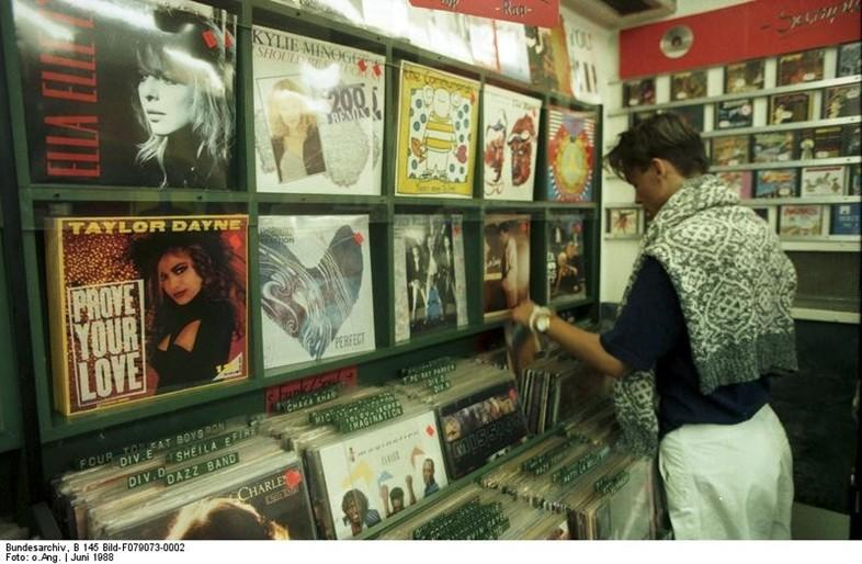 Sorry Urban Outfitters, the biggest vinyl seller in the world isn't even a physical store: http://t.co/SGFLZX7nxX http://t.co/psCtbPVyXj