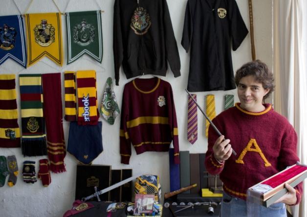 Es mexicano el mayor coleccionista de artículos de Harry Potter Byy19iGIEAAnftS