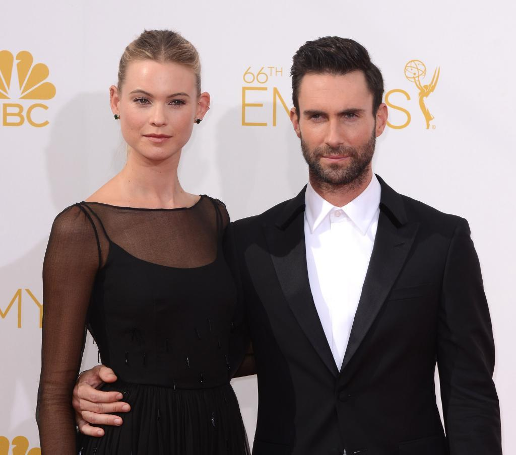 Adam Levine has naked, blood-covered stalker sex with Behati Prinsloo in a scary new video: http://t.co/HwMIGNTvp1 http://t.co/7RboFSFdrd