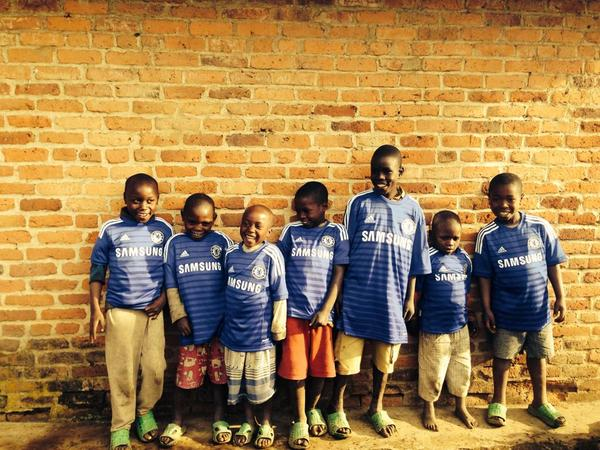 Love it! RT @ChemmySki These wee ones love football! So happy to be wearing shirts of their favourite team @chelseafc http://t.co/QFfzOdiSnt