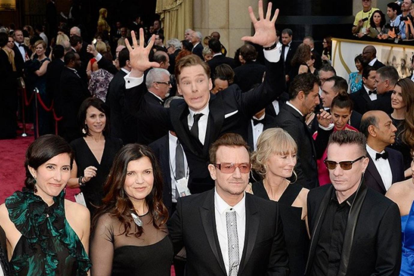 Benedict Cumberbatch blames Ellen DeGeneres and her red carpet booze for that U2 photobomb. http://t.co/Y5TQyMHQO7 http://t.co/midQO6GZmb