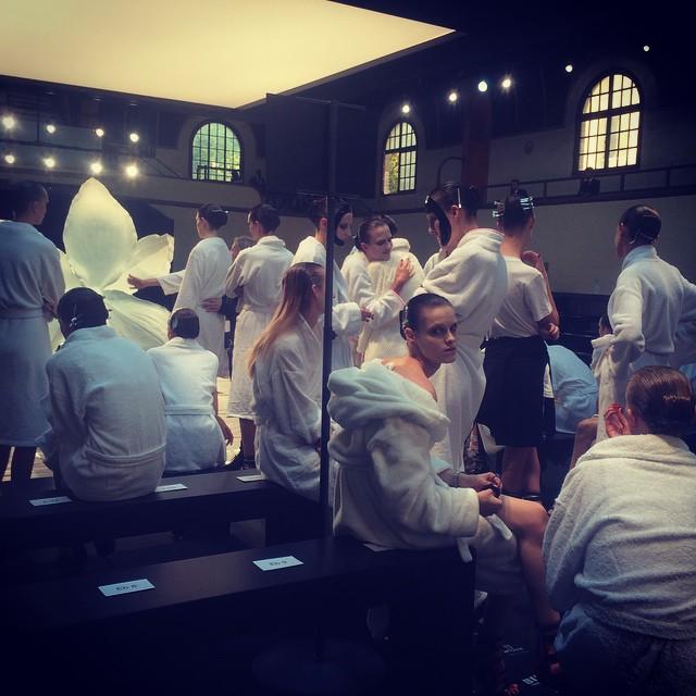 Models at the Alexander McQueen SS15 show #PFW http://t.co/KBE2De8lNt