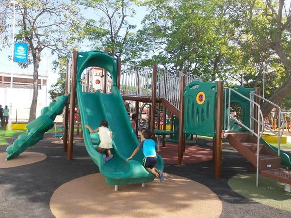 En el día de su cumpleaños, Alcaldesa entrega obras de recuperación del Parque Las Nieves