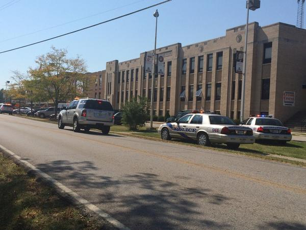 Heavy police presence and ambulance at Fern Creek High School. http://t.co/m4SFtmkw0G