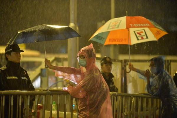 """""""@HintMan: Wow, just look at this. #HongKongProtests #UmbrellaRevolution http://t.co/hHOMEv6vV1"""" #fb"""