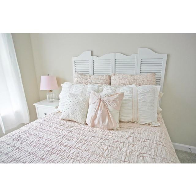 Create a timeless look and add comfort to your bedroom with this LC Lauren Conrad sheet set.