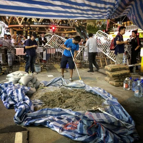 Bz0yNEpCMAAYn7K The Umbrella Revolution в Гонконге - профилактический ремонт