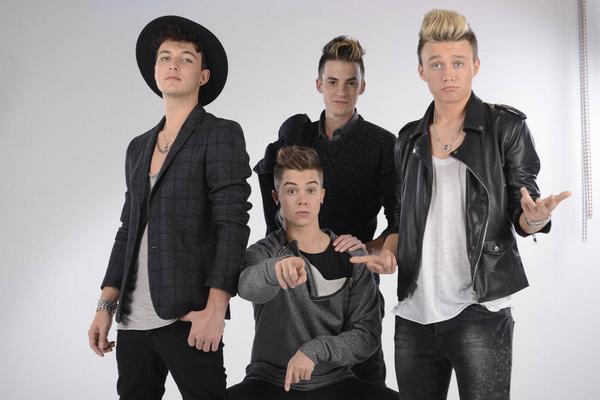 Het is #mancrushmonday met de 4 jongens van @BoycodeMusic! #decoders http://t.co/sXloE5QHMu