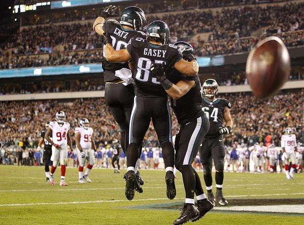 """@ZERTZ_86: ""@NFLonFOX: ""Jump on the count of 3""""ONE…TWO…THR-C'mon Brent!"" http://t.co/iHEqwRDGBl"" this is hilarious @BrentCelek"""