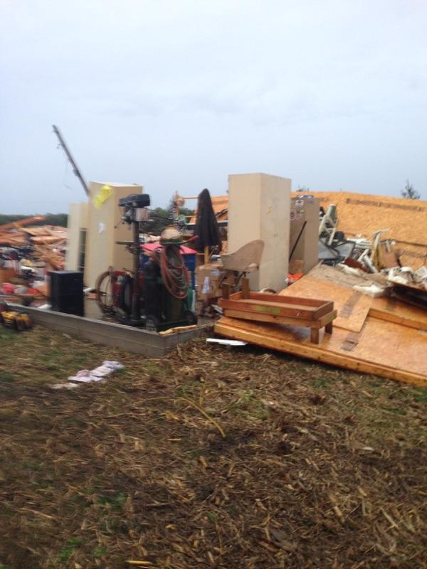 Here's the house damage from near Moweaqua.  #cILwx http://t.co/lsIg6AHhGu