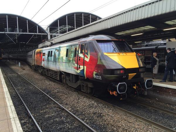 "What's your views on @eastcoastuk 91111 ""For the Fallen""? I think it looks superb and it's a very fitting tribute http://t.co/ZnPkcAnazW"