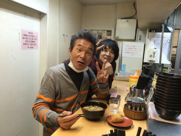 すごいバッタリ。 広島駅のホームの立ち食いうどん屋さんで父に会いました(笑) すごい偶然。 http://t.co/wDQYng5WsY