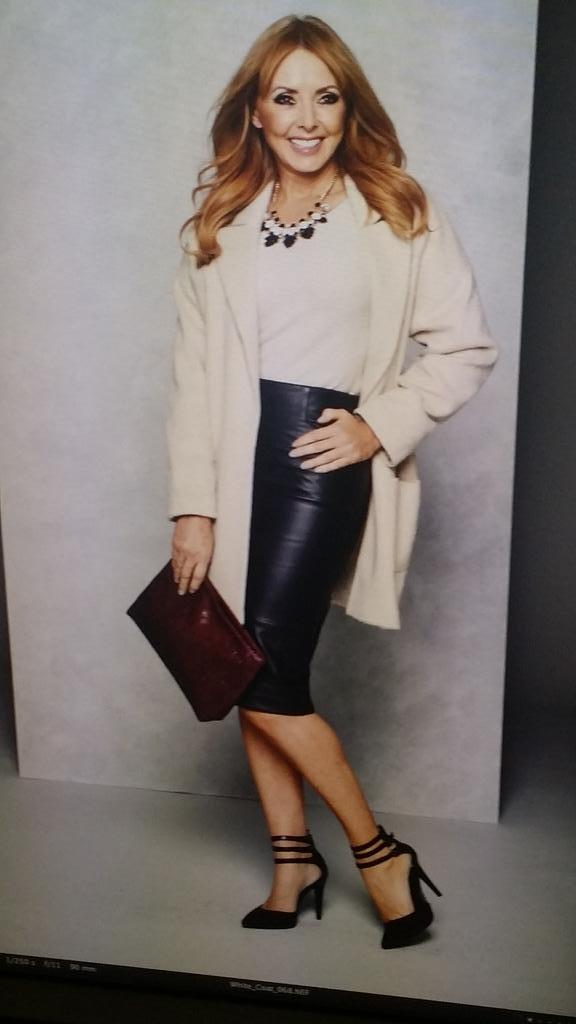 Lovely skirt on @Isme_Diary photoshoot yday.... Will be wearing that quite a but this Autumn x http://t.co/AQqDvYkFj9