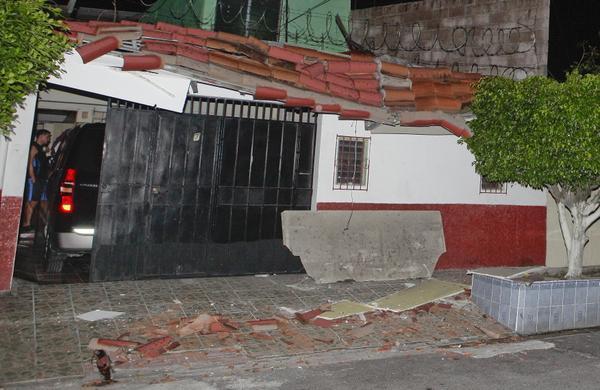 Terremoto de 7,3 grados en Centroamérica; un muerto en El Salvador http://t.co/e3XfY5QgjZ http://t.co/3G5HdDgPZO