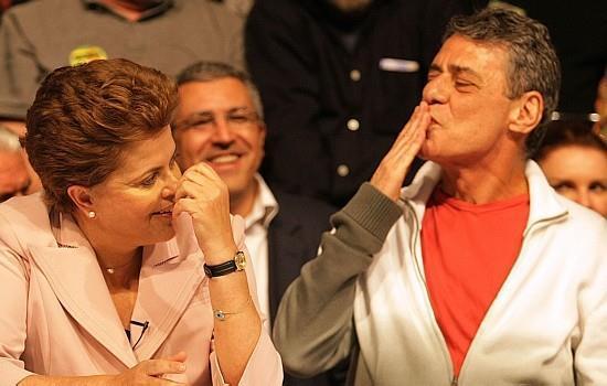 Em vídeo, Chico Buarque declara apoio a Dilma http://t.co/dlVNoEcR4q http://t.co/qv6STAoliA