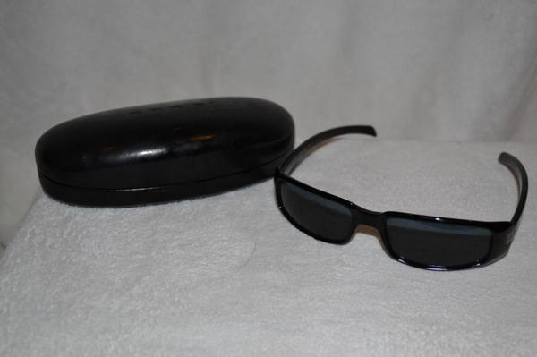 Vintage Black Rectangular Gucci Sunglasses  Vintage Black