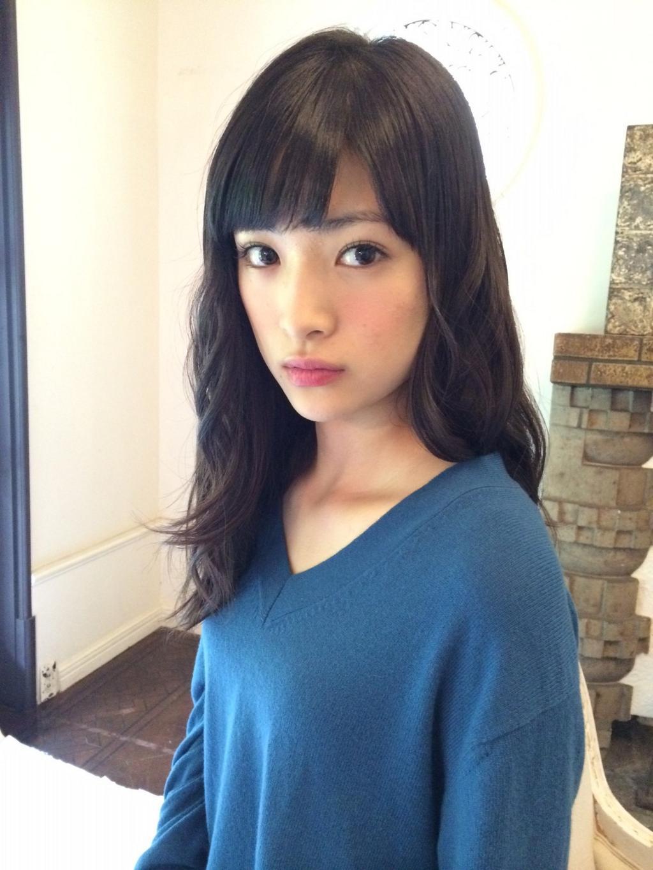 ゆるパーマの大人っぽい優希美青。