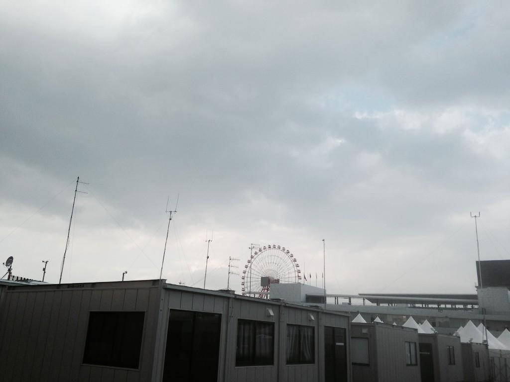 RT @suziperry: Looming cloud #Suzuka @bbcf1 #typhoonphanfone on the way.... http://t.co/XTwOyIsmJM