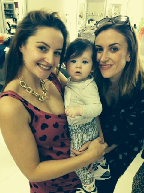 Orla with her yummy mummy 'auntie' @lane_paula http://t.co/luuj3R2EUq
