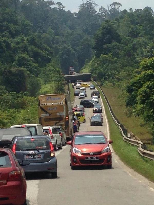 Star Radio Traffic On Twitter 1630 Kltu Crawl At Bukit Tujuh Fr Kuala Lipis Gua Musang Due To An Overturned Trailer Earlier Avoid This Stretch Http T Co Q2hahtmcrd