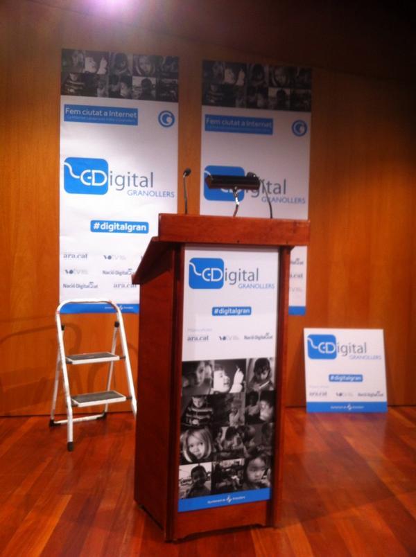 Preparant tot perquè estigui a punt per a la sessió d'inauguració avui a les 20h #bigdata #turisme #digitalgran http://t.co/HKWYfNFaoO