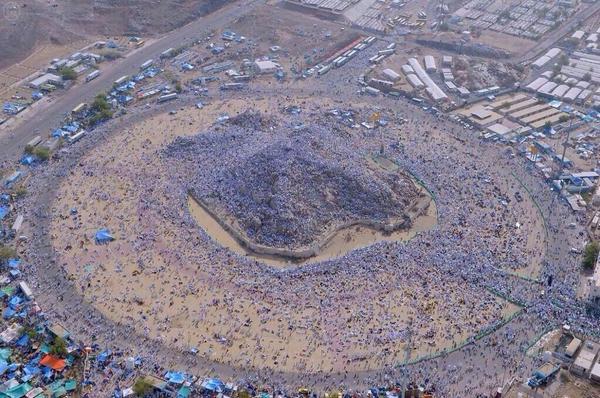 Les pèlerins musulmans au mont Arafat #Arabie_Saoudite http://t.co/UKv1cd6hm6