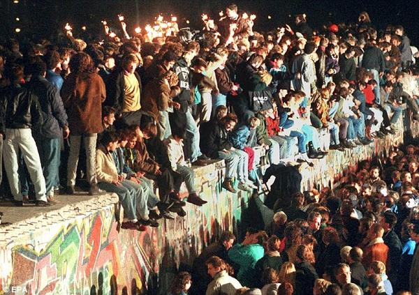 Happy German Unification Day! 24 years ago the East & West German separation finally ended! #DeutscheEinheit http://t.co/SOcAMkasQg