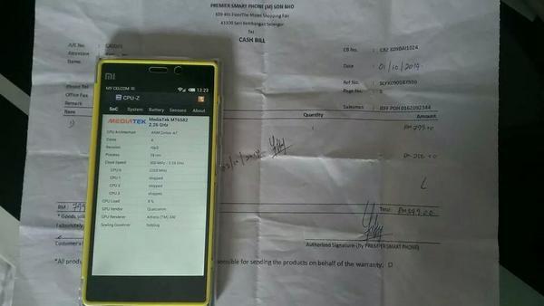 Salah satu kedai yang menjual Xiaomi Mi3 Clone di The Mines.. Harap maklum semua.. #khidmatmasyarakat http://t.co/yefwaCR5oT