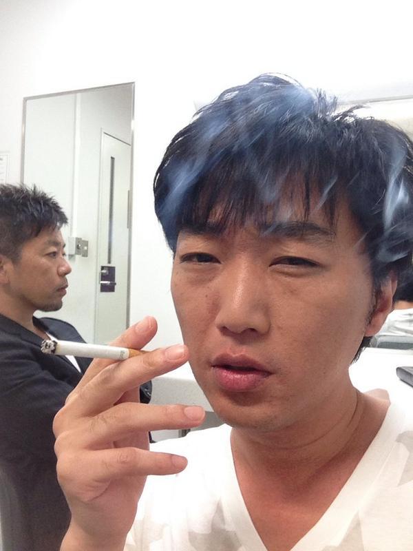 """小沢一敬 on Twitter: """"どこで自撮りしても浅井さんが写り込んでくる ..."""