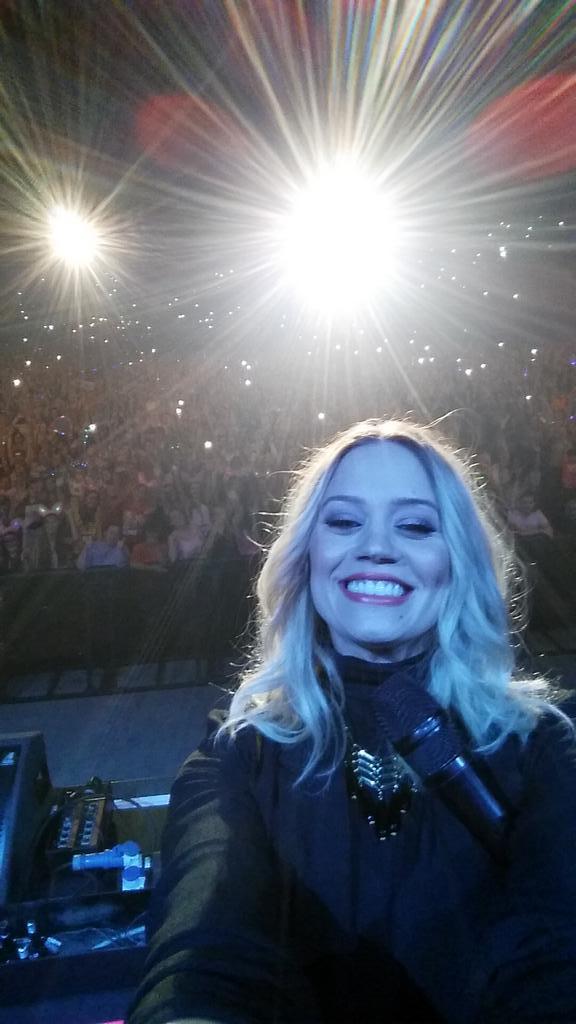 Worlds biggest selfie?!?!!??! @Girlguiding #WembleyArena #BIGGIG2014 http://t.co/MtlNjEPvCh