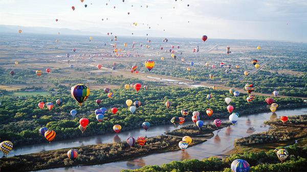 Today's Daily Escape is from the International Balloon Fiesta in Albuquerque, New Mexico. http://t.co/oezYDw0UXt