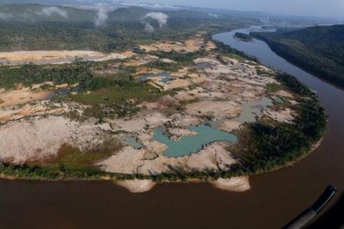 """¿Ecosocialismo? RT@valendeviaje: Asi de feroz es la mineria en PN Canaima, pegado del Salto Ángel, en río Churum. http://t.co/LWi6C8BgYi"""""""