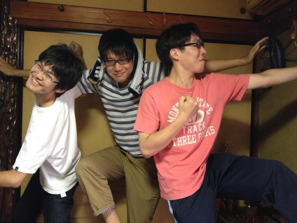 フリー素材三人衆が野生のエイヴンの姿を模写しています http://t.co/rS4nVJqLyl
