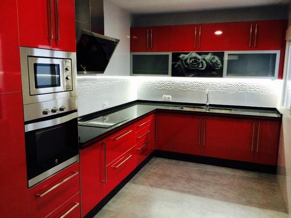 Jaisa cocinas on twitter cocina roja alto brillo con for Cocina roja y negra