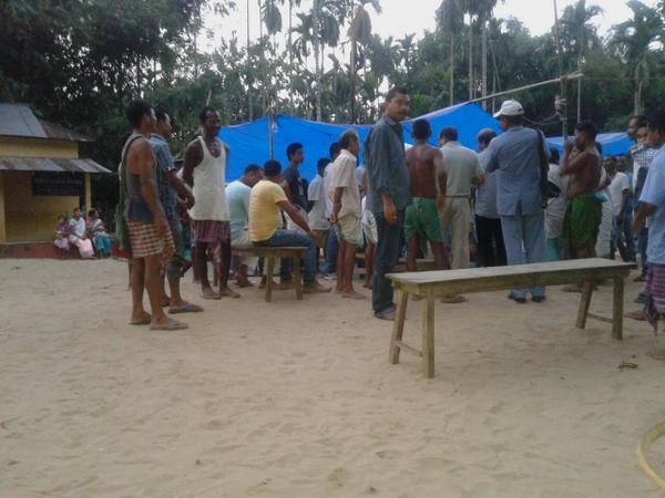 Entire Dirima village is unified in disaster. They eat all their meals together, no one hungry. 6/n #NEFloodRelief http://t.co/PBZx8oKKoN