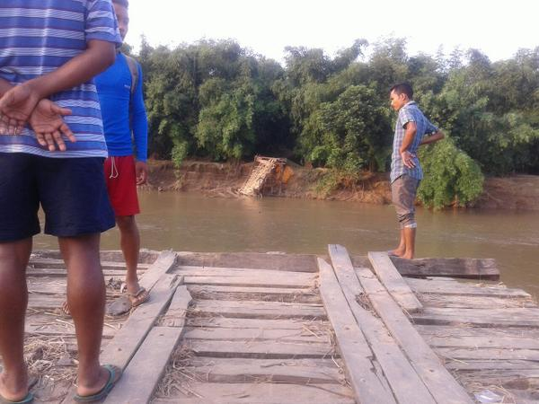 Pic of river near Dirima village (Kamrup). Floods intense on 22/23 washed all homes. 3/n #NEFloodRelief http://t.co/vybyE73z9F