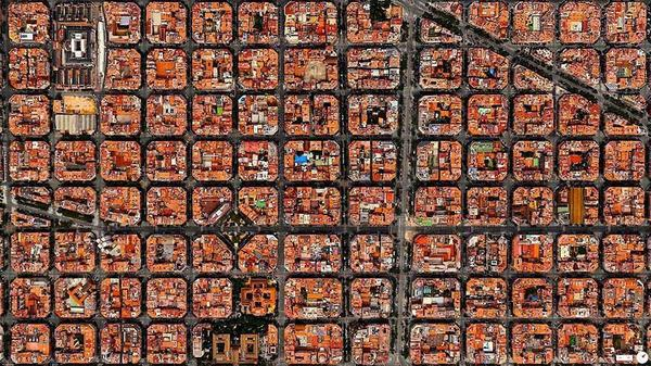 г.Барселона со спутника выглядит как сет с лососем) http://t.co/k4eCsoveCo