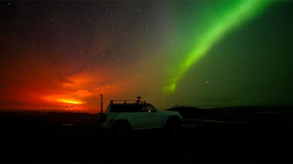 #Iceland's erupting volcano + Aurora Borealis = the most amazing light show on Earth: http://t.co/MvXsfjjFzx http://t.co/XfCRRyLr9j