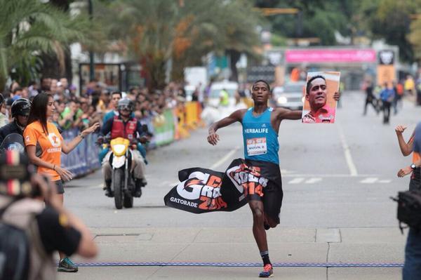 ¡ROBERT VIVE! Otro atleta patriota llamado Marvin Blanco. http://t.co/PGbdLKb3SS