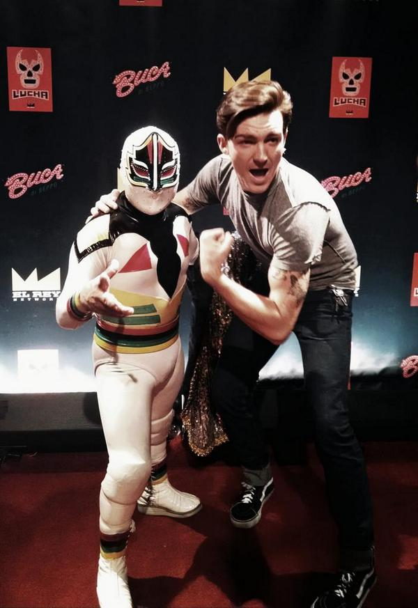 Thank you @DrakeBell to be with us at @LuchaElRey! #LuchaUnderground #LuchaLuchaLucha http://t.co/sVhUZT7xKX