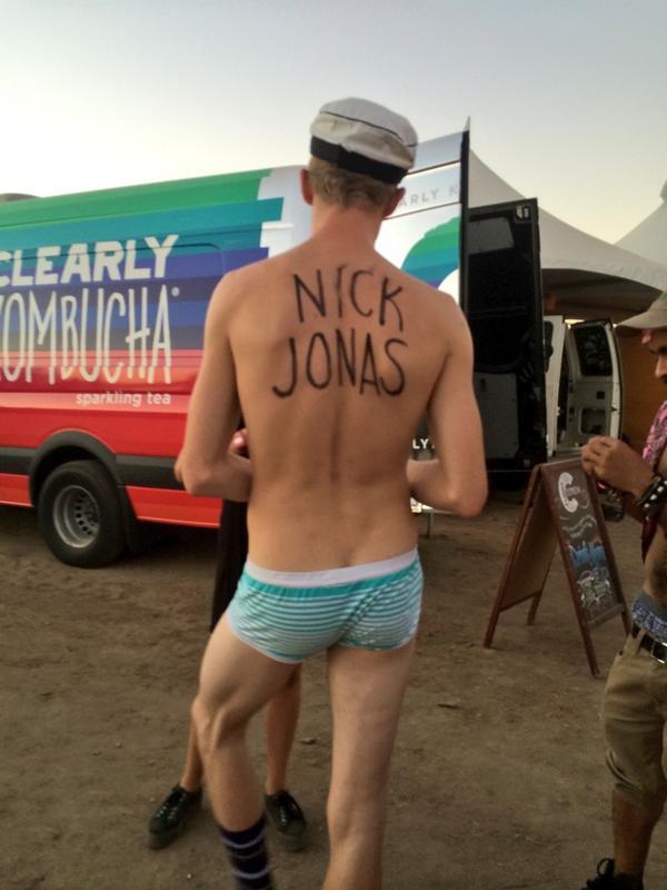 Underwear ✅ Beat up hat ✅ striped socks ✅ @nickjonas written across his back ✅ http://t.co/BAB3t126QX