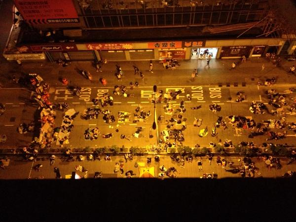 "Mongkok, 4:50 am, just a few hours before the government says it will use ""all necessary means"" to clear the streets http://t.co/tvBMXsvpJn"