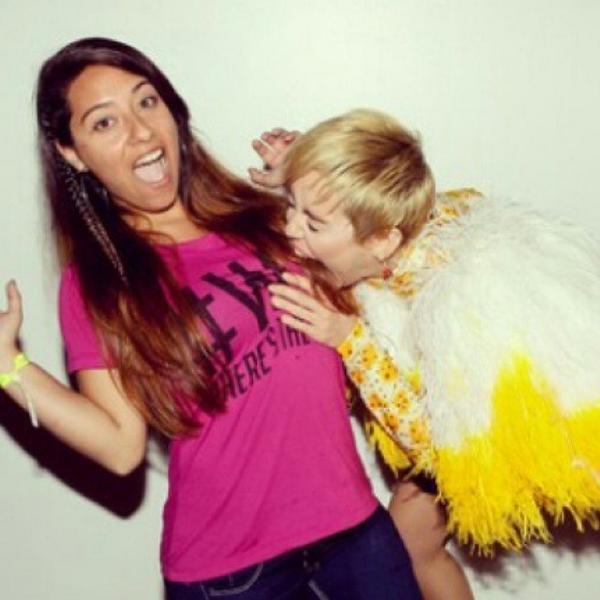 Miley cyrus news on twitter nueva foto del meet and greet de chile miley cyrus news on twitter nueva foto del meet and greet de chile el pasado mircoles 1 de octubre httpt1bic0cuozx m4hsunfo Gallery