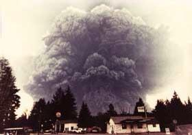 (5/18/1980) it looks like a bomb went off. The ash cloud is huge and spreading all over. http://t.co/MMIPj2EKIB