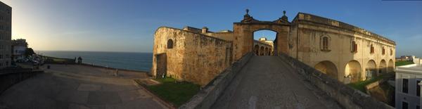 OLD SAN JUAN IS POPPIN!! #PUERTORICOOOOOO this place is magic http://t.co/zMkb917XTe